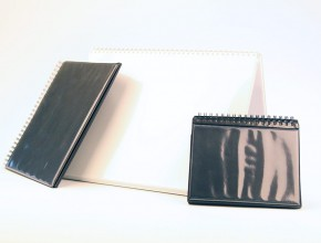 Demostrationspärm i PVC med inbundna plastfickor. Olika format. Wire-O.