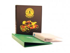 Svetsad plastpärm i PVC , i olika färger med screentryck. Format A4+. Ringmekanism (triomekanism) 30mm.