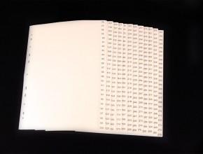 Vitt A4 pärmregister i PP med svart pagineringstryck med 300 flikar.