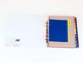 Plastregister i olika storlekar och indelningar.