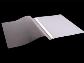 Offertmapp A4 med mekanism inkl täckskena. Material: PVC glasklar framsida och färgad baksida. Framsidan har extraficka.
